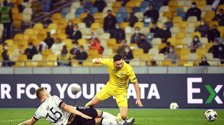 下半场比赛聚勒铲球犯规送给乌克兰队一记点球!-11