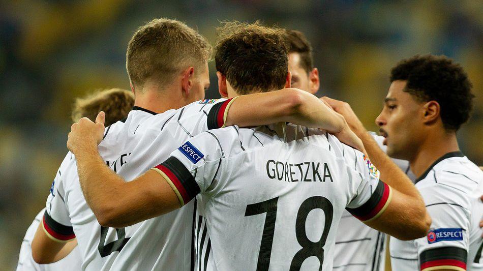 德国队员庆祝进球。-13