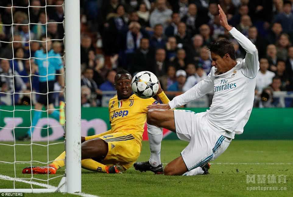 欧冠1/4决赛次回合,皇家马德里在主场0-3落后的情况下,凭借C罗在补时阶段点球破门,最终总比分皇马4-3淘汰尤文图斯!惊险晋级欧冠四强!恭喜皇马!! 