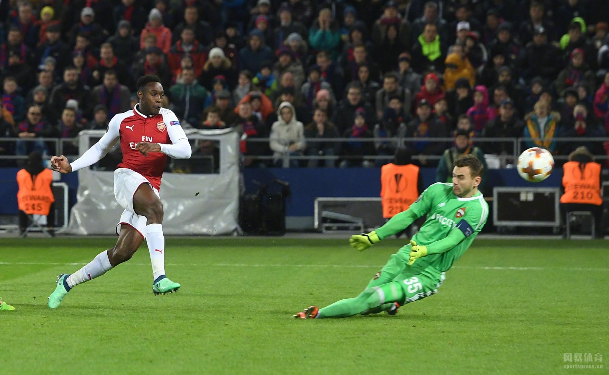 上半场比赛查洛夫率先破门,下半场比赛纳巴布金补射得手,维尔贝克扳回一城,补时阶段拉姆塞破门将比分扳平,最终全场比赛结束,阿森纳客场2-2战平莫斯科中央陆军。两回合战罢,阿森纳以6-3的总比分成功晋级欧联杯4强。