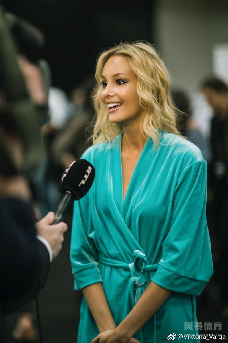 鲁能外援佩莱的女朋友瓦尔加。为意大利时尚品牌卡索多丽娅CALZEDONIA走秀,俏皮性感艳压全场。