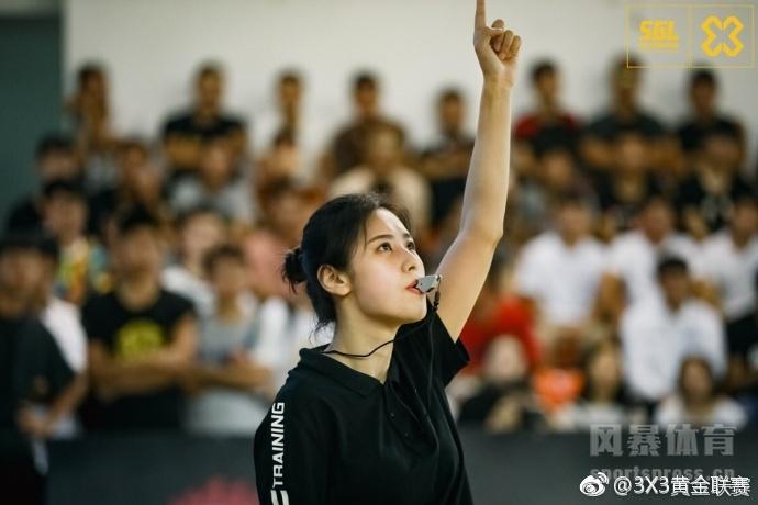 3X3黄金联赛 中国最美篮球女裁判!