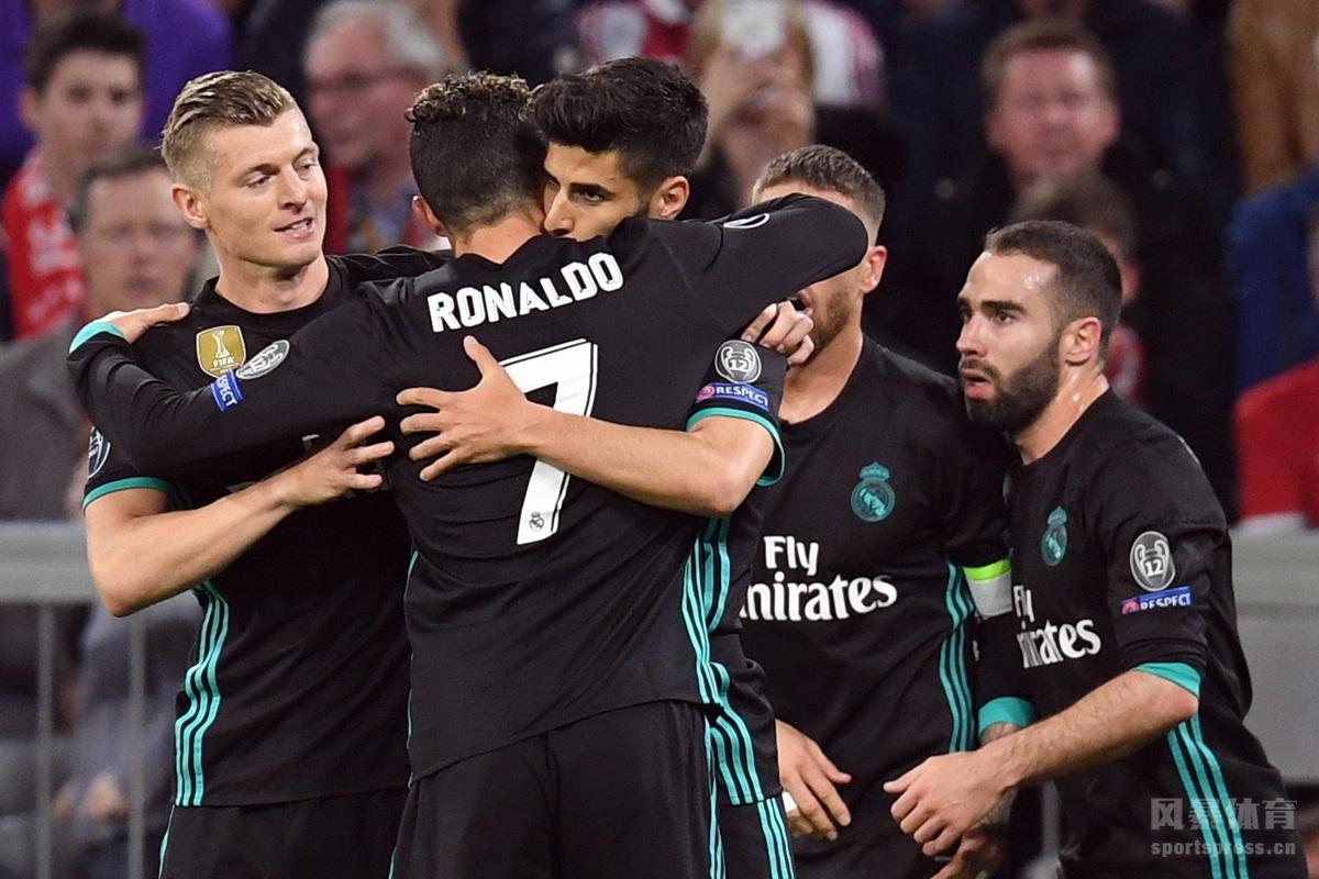 今天凌晨,本赛季欧冠半决赛迎来强强对话,德甲巨人拜仁慕尼黑坐镇主场安联球场对阵卫冕冠军皇家马德里。基米希打破僵局,马塞洛扳平比分,下半场阿森西奥打入一球,拜仁主场1-2被皇马逆转。