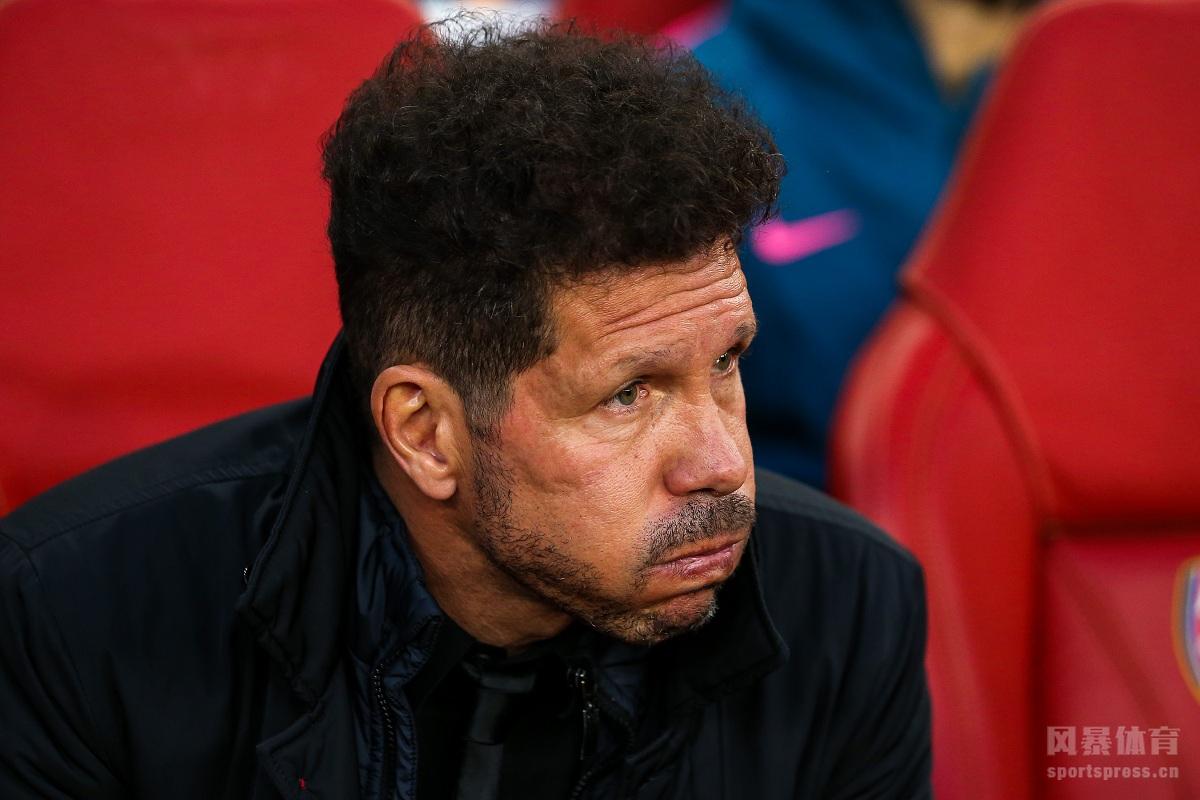 今天凌晨,欧联杯半决赛首回合打响,阿森纳主场对阵马德里竞技。马竞后卫福萨里科第10分钟就被红牌罚下,拉卡泽特打破僵局,格列兹曼反击进球追平比分,阿森纳1-1战平10人作战的马竞。