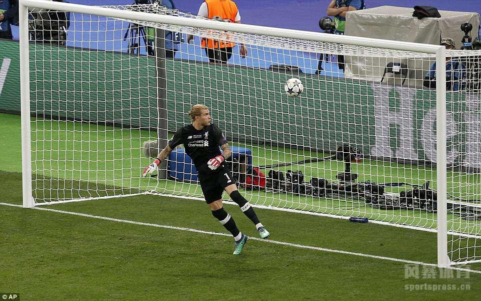 北京时间5月27日凌晨,2017/18赛季欧冠决赛在基辅奥林匹克体育场打响,皇家马德里对阵利物浦。上半场萨拉赫和卡瓦哈尔先后因伤离场,下半场利物浦门将卡里乌斯严重失误,送给本泽马进球;马内闪电扳平。贝尔替补出场倒勾破门,远射再下一城,皇马3-1击败利物浦。