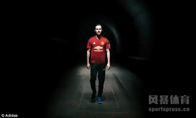 曼联新赛季主场球衣发布 帅气马塔C位出道