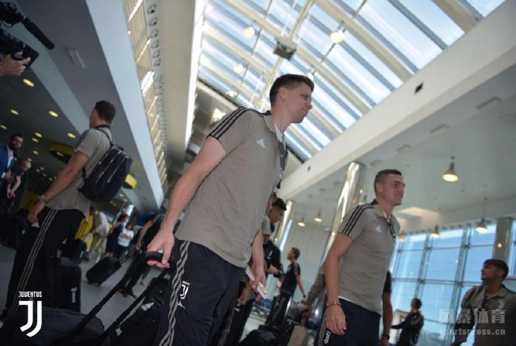 尤文图斯出发前往美国,正式开启热身赛之旅,C罗曼朱基奇等人由于征战世界杯等原因未随队出行