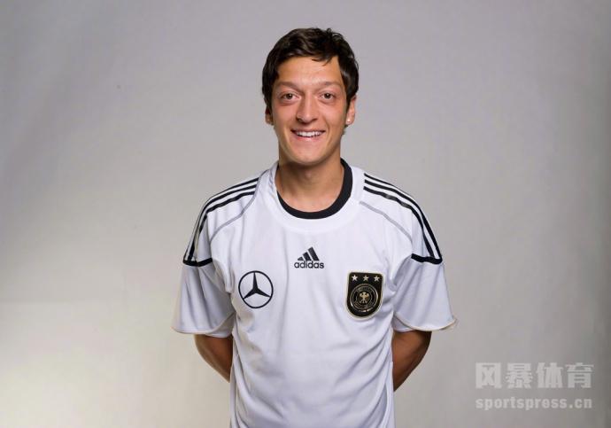 厄齐尔9年德国国家队生涯结束 14年曾助球队捧起大力神杯
