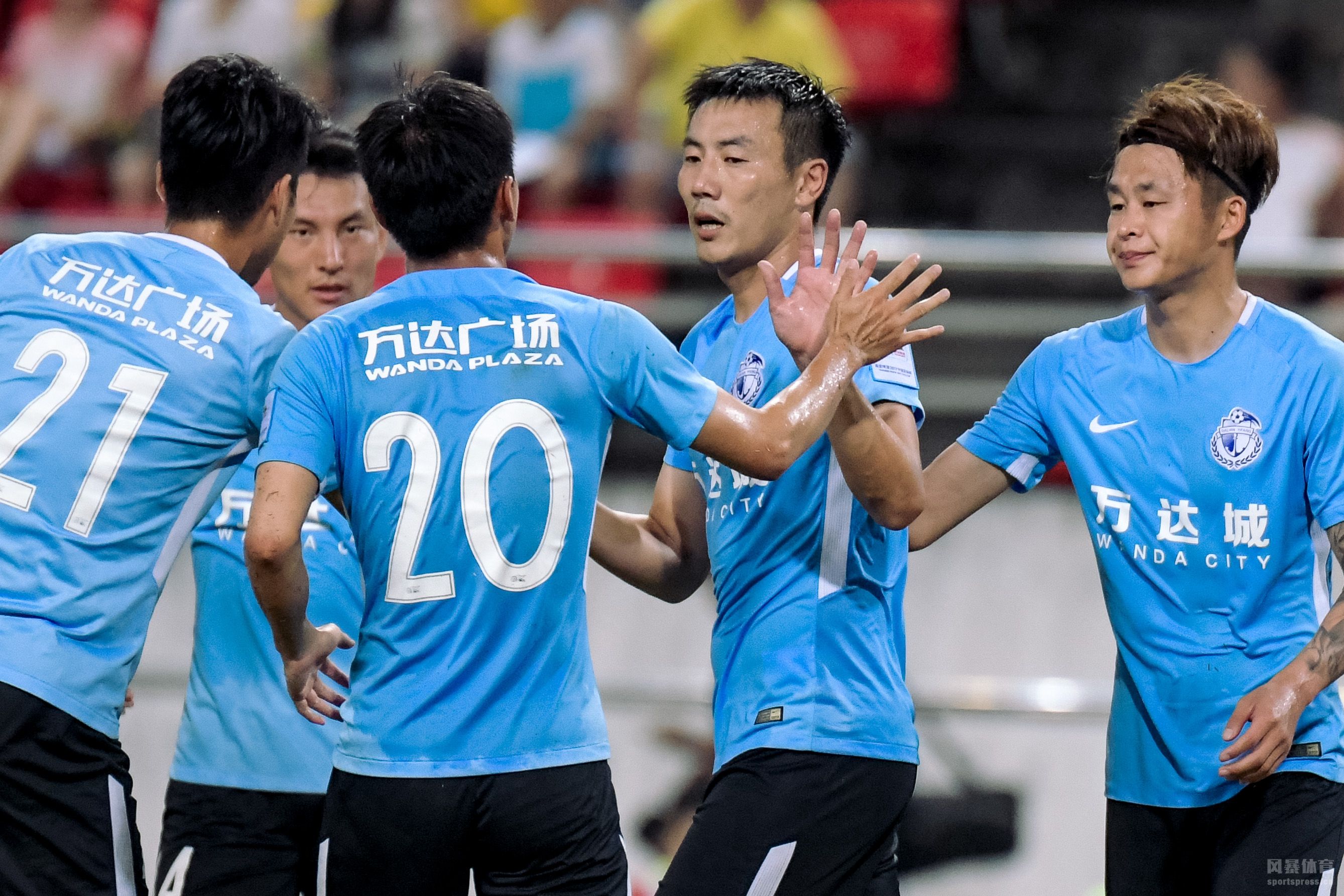 2018中国足协杯四强产生,国安点球大战淘汰上港,与富力会师半决赛;鲁能则与大连一方争夺另一个决赛名额。