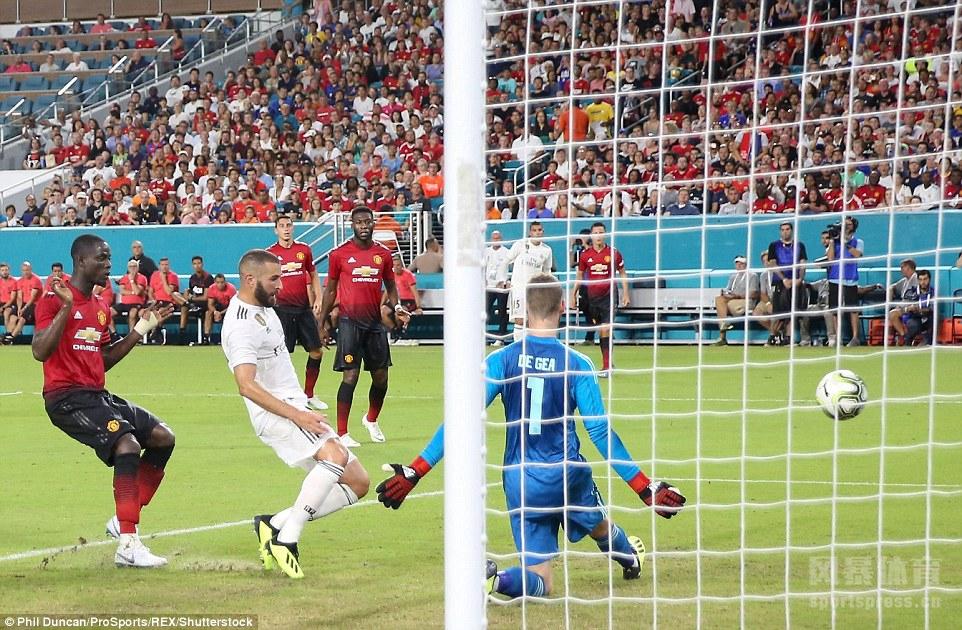 国际冠军杯的一场焦点赛事,在美国迈阿密硬岩球场展开较量,由曼联对阵皇家马德里。曼联最终以2-1战胜了皇马。