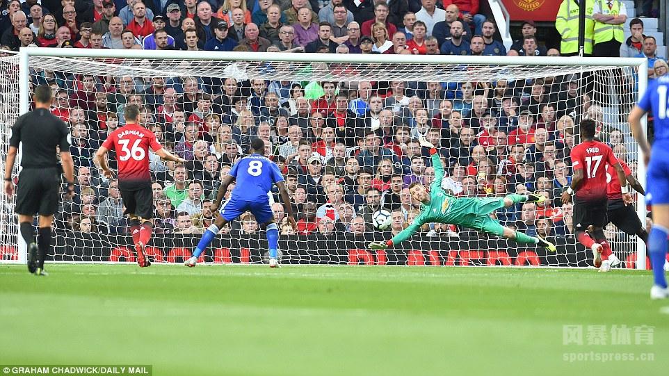 18/19赛季英超揭幕战打响,曼联凭借博格巴的点球和卢克-肖的处子进球取得领先,瓦尔迪扳回一球。最终曼联主场2-1拿下莱斯特城取得开门红。