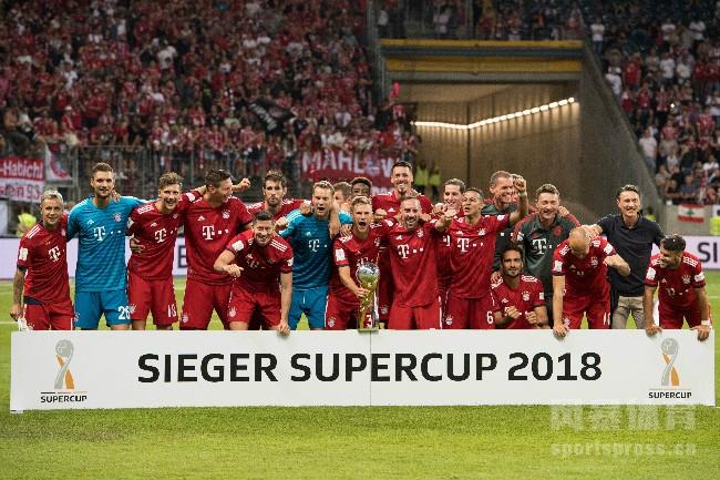 德国超级杯 拜仁慕尼黑5-0大胜法兰克福 莱万戴帽