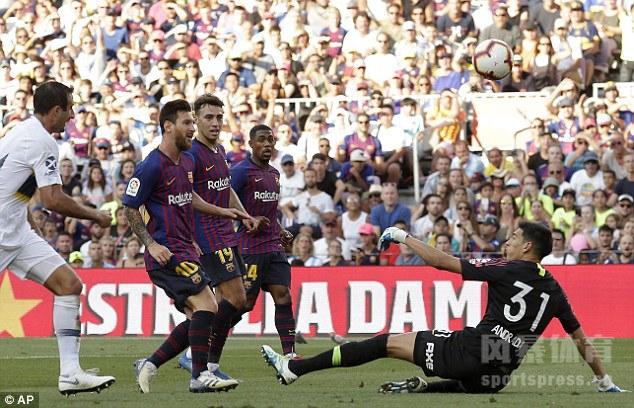 新援马尔科姆首开记录,梅西挑射扩大比分,拉菲尼亚锦上添花,巴萨3-0博卡。