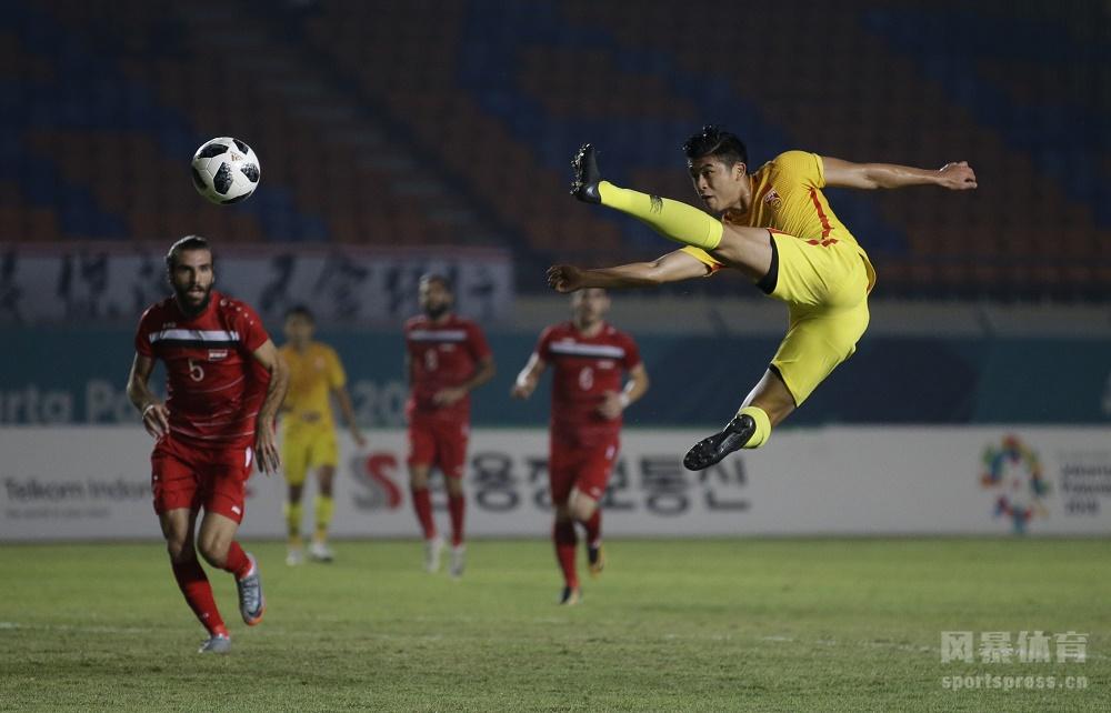 韦世豪头球吊射、张玉宁远射建功、陈彬彬锦上添花,U23国足三球完胜叙利亚提前出线。