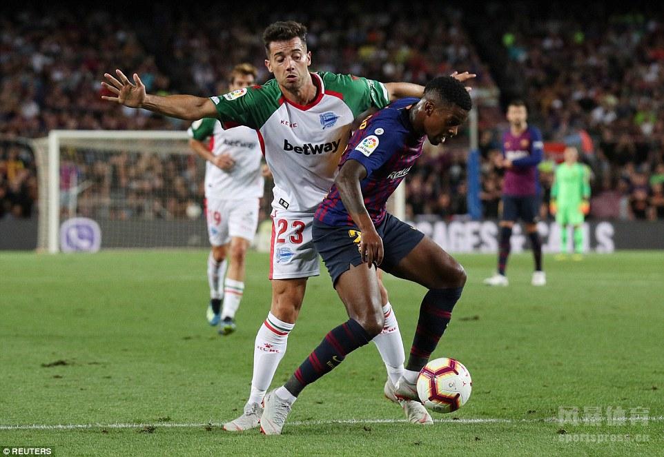北京时间8月19日,18-19赛季西甲联赛第1轮开打。巴塞罗那主场迎战阿拉维斯。梅西梅开二度并两次射中门框,打进巴萨西甲队史第6000球,库蒂尼奥锦上添花。最终巴萨3-0轻取对手。