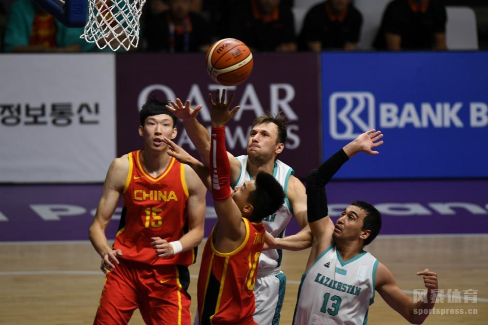 当地时间2018年8月23日,印尼雅加达,2018雅加达亚运会男篮小组赛,中国男篮红队83-66哈萨克斯坦。
