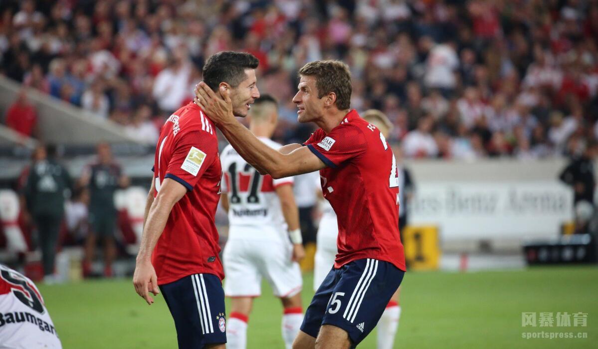 新援首球莱万穆勒传射,拜仁3-0斯图加特。