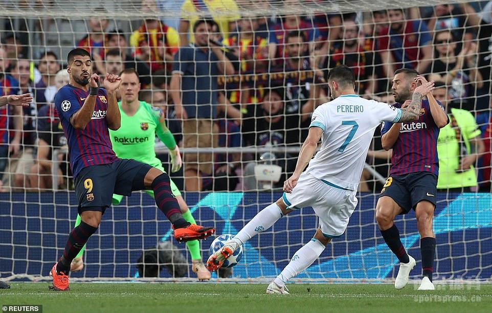 梅西独中三元,登贝莱连续4场破门,巴萨4-0大胜埃因霍温收获欧冠开门红。