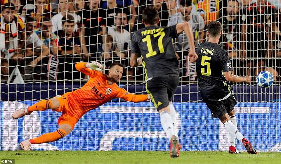 欧冠-皮亚尼奇点球双响C罗染红 尤文两球胜瓦伦