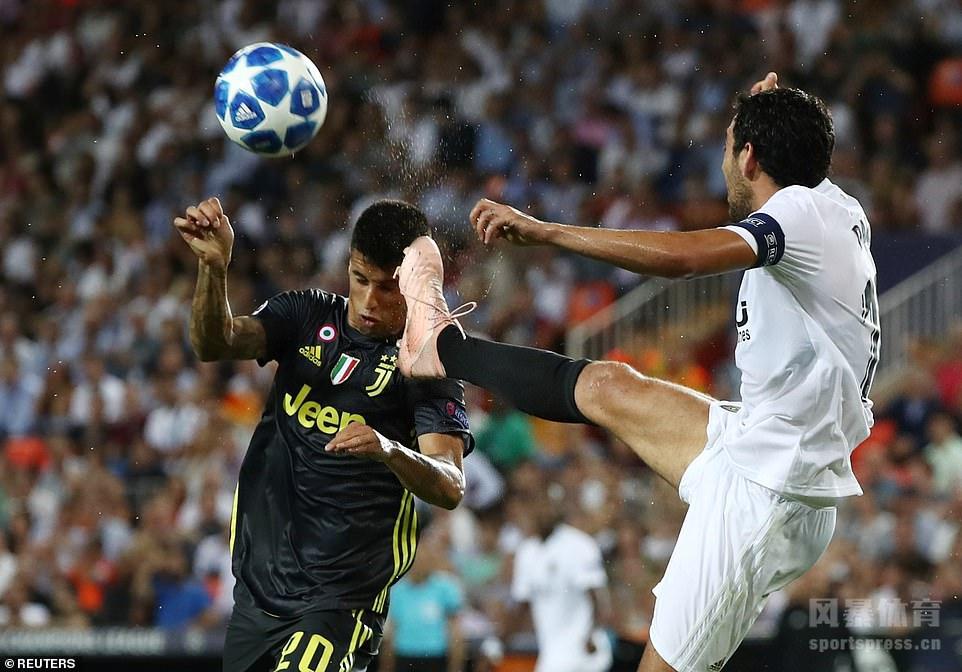 皮亚尼奇点球双响C罗染红,尤文两球胜瓦伦。
