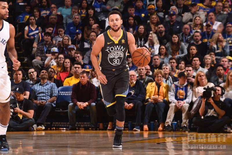 NBA新赛季即将开打,外媒BR也在今天排出了下赛季联盟前10的控卫,其中库里高居榜首,刚伤愈归来的欧文仅排名第6。