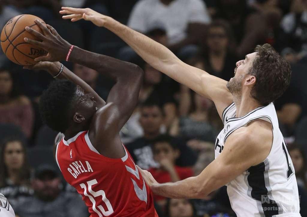NBA季前赛继续打响,在今天进行的一场德州内战中,火箭凭借7人得分上双,在客场以108-93轻取马刺。