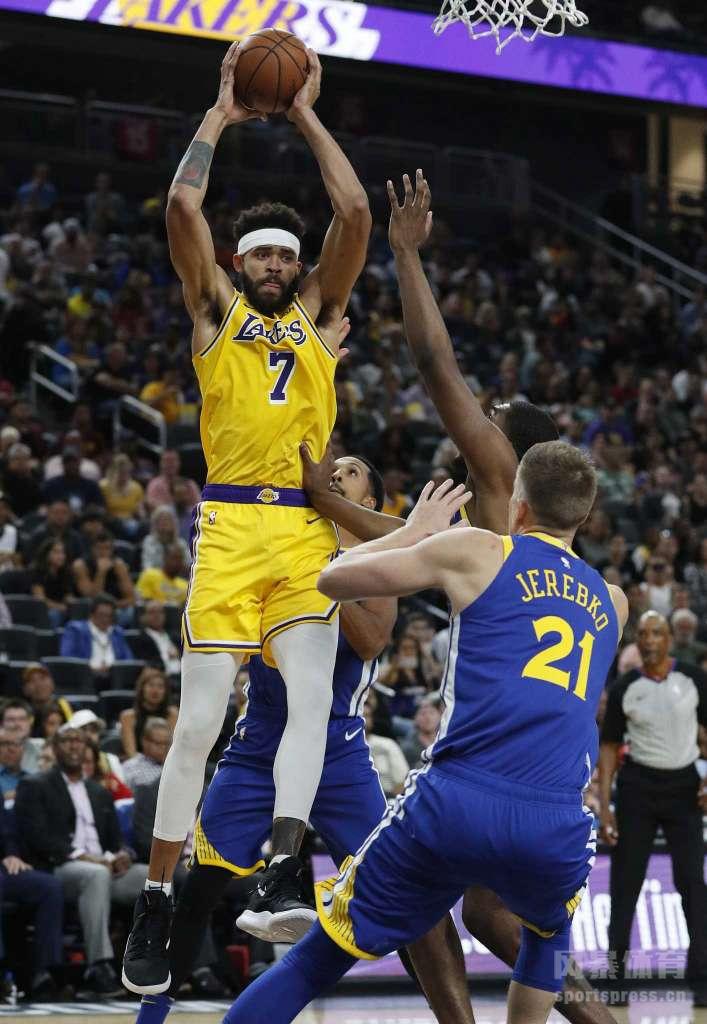 11日,NBA季前赛继续开打,卫冕冠军勇士前往斯台普斯球馆挑战湖人,最终湖人主场以123-113击败勇士,拿到季前赛第2场胜利。