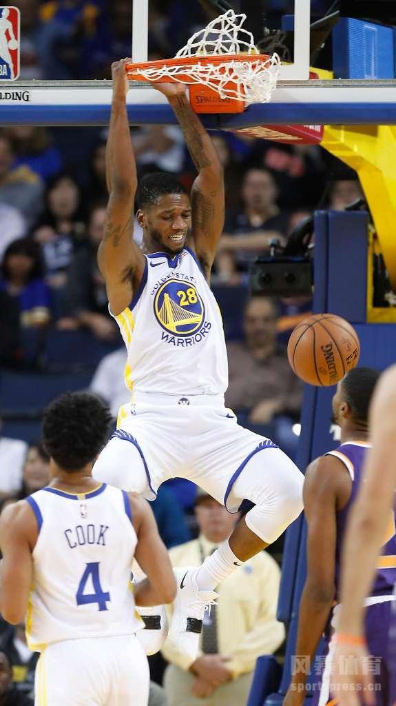 23日,NBA常规赛继续打响,卫冕冠军勇士找回赢球感觉,在主场以123-103轻取太阳,避免遭遇到连败,而太阳则惨遭2连败。