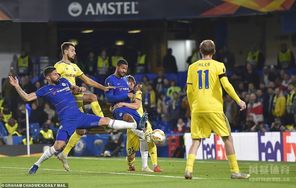 洛夫图斯-奇克打进三球,切尔西3-1鲍里索夫取得欧联杯三连胜。