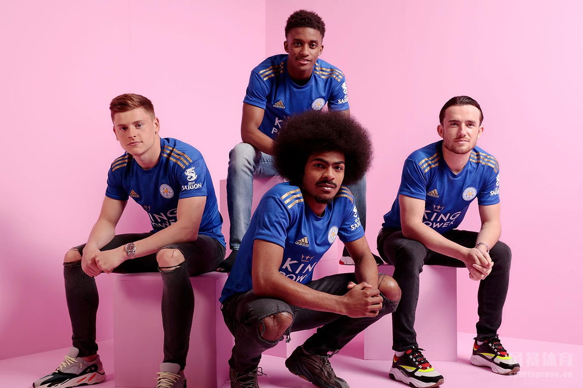 阿迪达斯公司携手英超莱斯特城俱乐部共同揭晓了球队2019-20赛季全新的主场球衣。