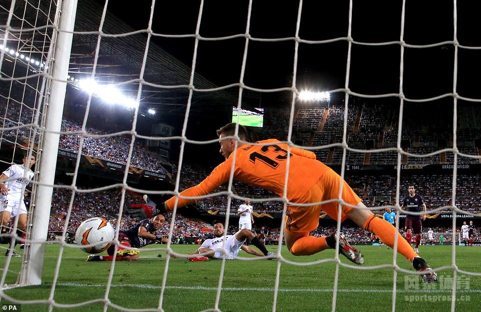 2019年5月9日,2018-2019赛季欧联杯半决赛第二回合,阿森纳客场对阵瓦伦西亚。奥巴梅扬上演帽子戏法,拉卡泽特传射建功,加梅罗梅开二度。最终,阿森纳客场4-2战胜瓦伦西亚,以总比分7-3淘汰对手晋级决赛。