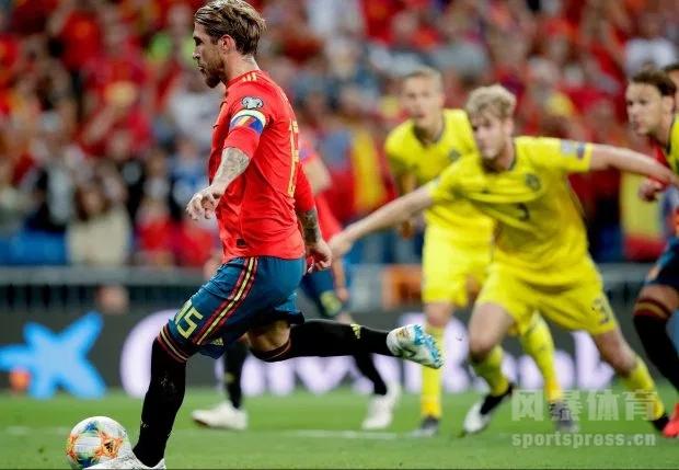 北京时间6月9日02:45(西班牙当地时间8日20:45),2020欧洲杯预选赛第4比赛日F组一场焦点战在伯纳乌球场展开争夺,西班牙主场3比0完胜瑞典,拉莫斯和莫拉塔进球,奥雅萨巴尔锦上添花。西班牙4战全胜领跑。