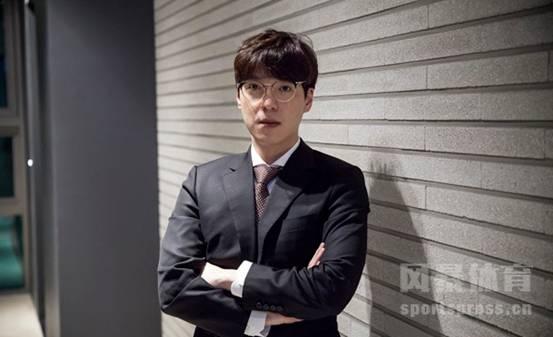 """电竞传奇——KKoma,在退役后成为了一名""""冷血教练"""""""
