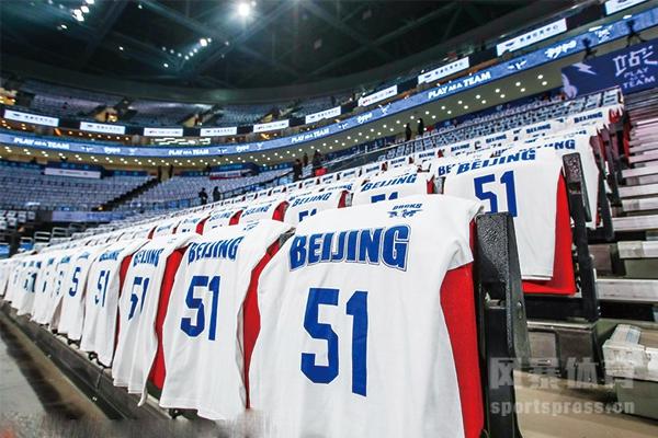 北京首钢男篮主场全场关注都身穿吉喆的51号球衣