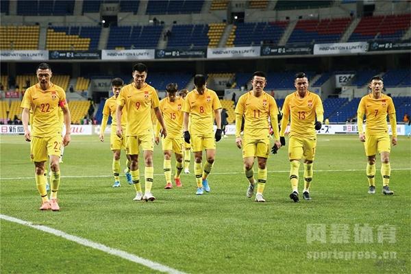 中国男足以0-1负于韩国队