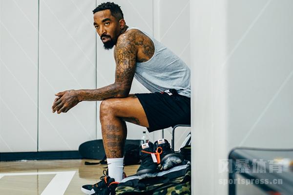JR-史密斯一直保持着训练