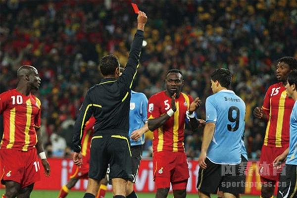 世界杯苏亚雷斯手球怎么回事?苏亚雷斯手球竟成民族英雄