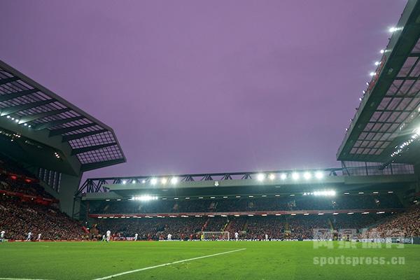 英超利物浦主场夜景