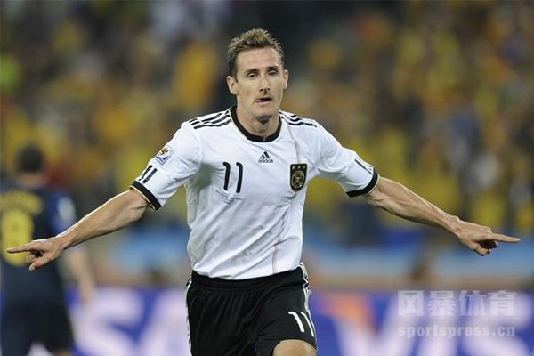 <b>世界杯历史上最多进球的球员是谁?世界杯历史上第一个进球是谁打进的?</b>