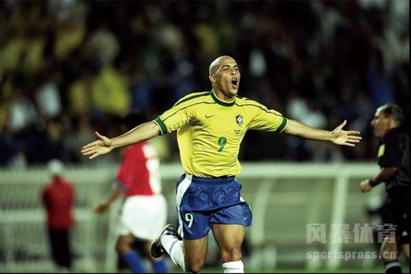 世界杯历史上最多进球的球员是谁?世界杯历史上第一个进球是谁打进的?