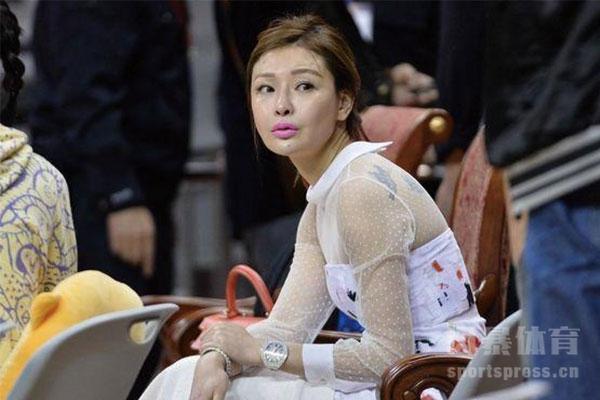 王哲林和福建队女老板是什么关系?王哲林年薪多少?