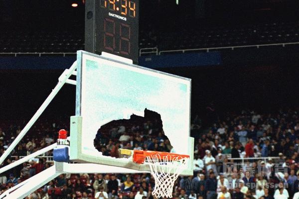 奥尼尔扣碎篮板比赛是哪一场?奥尼尔扣碎篮板几次?