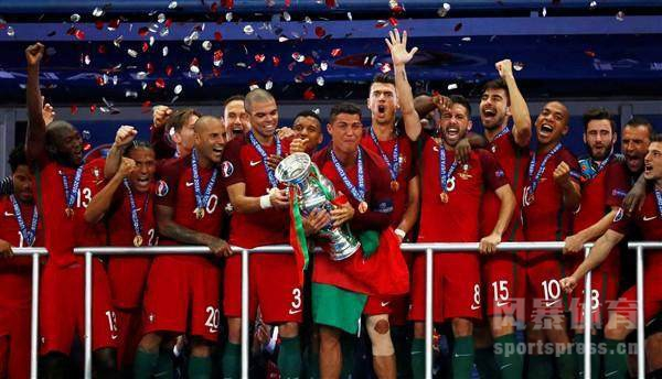 2016年欧洲杯决赛:葡萄牙队绝杀法国队获得欧洲杯冠军