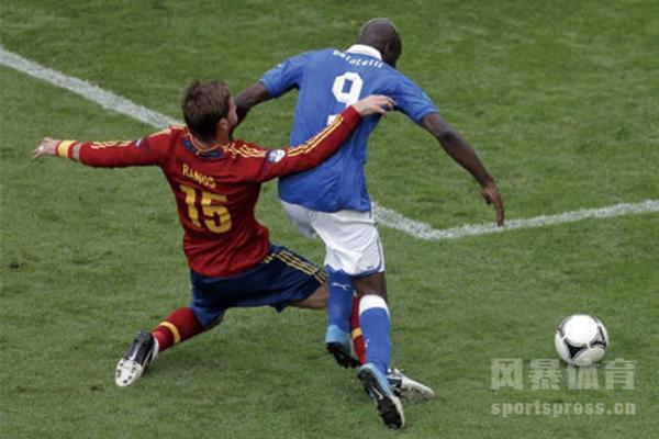 2012欧洲杯巴神思考人生是怎么回事?2012欧洲杯意大利对西班牙怎么输的?