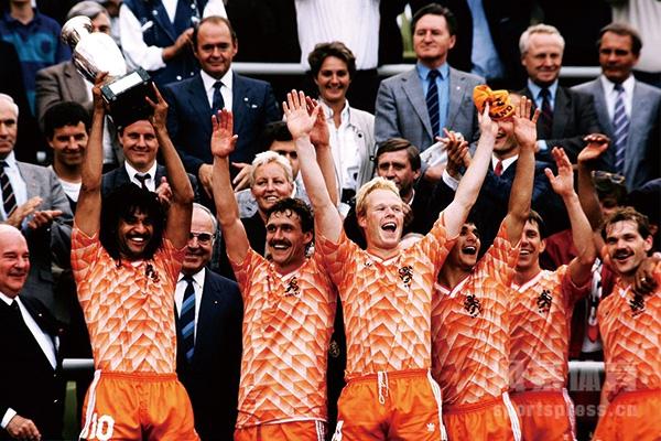 欧洲杯荷兰队拿过冠军吗?欧洲杯荷兰队经典比赛回顾
