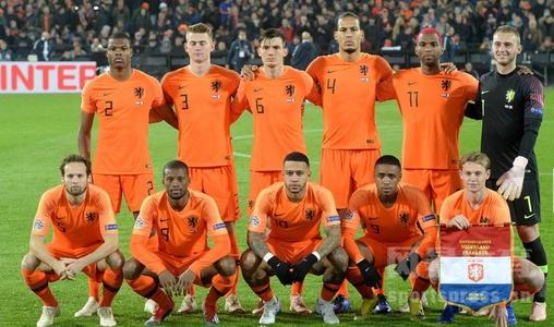 荷兰前锋乌龙球射自家空门,这假球太假了吧