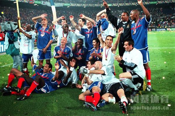 2000年欧洲杯决赛为何经典?2000年欧洲杯决赛回顾