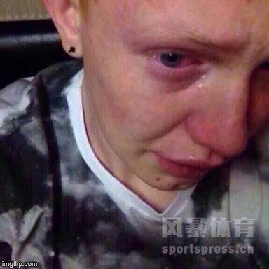 欧洲杯球迷哭泣