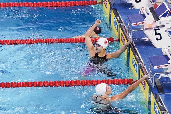 傅园慧100米仰泳夺冠