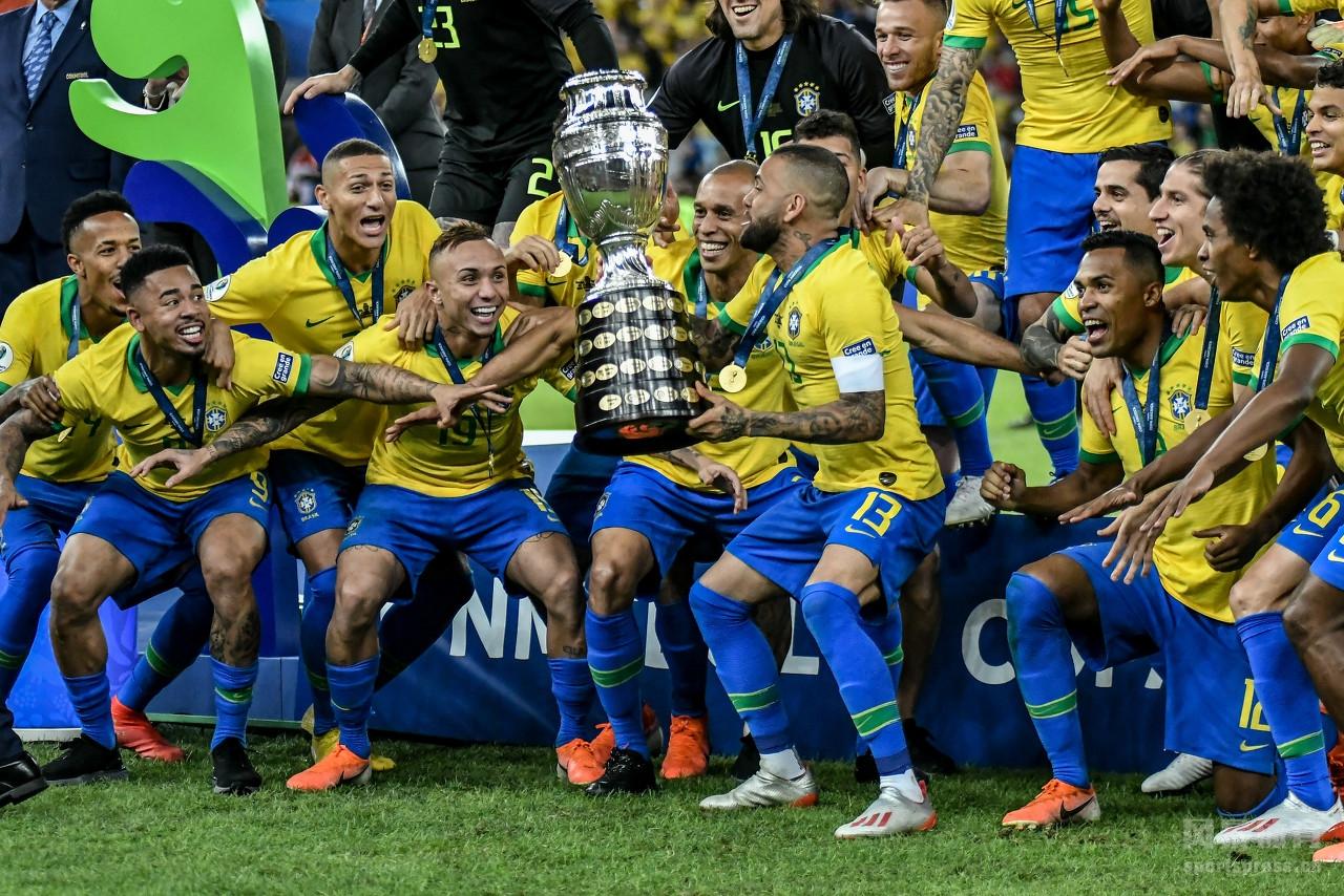 巴西在美洲杯决赛中3-1战胜了秘鲁队,成功问鼎2019美洲杯冠军